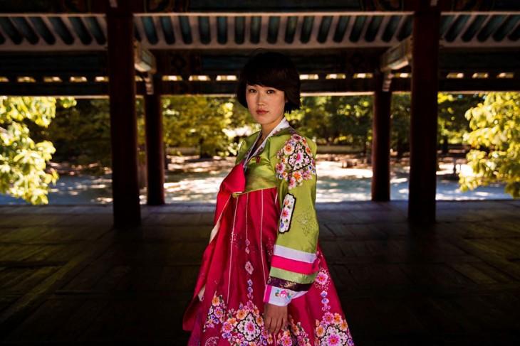 mujer coreana con el traje tipico