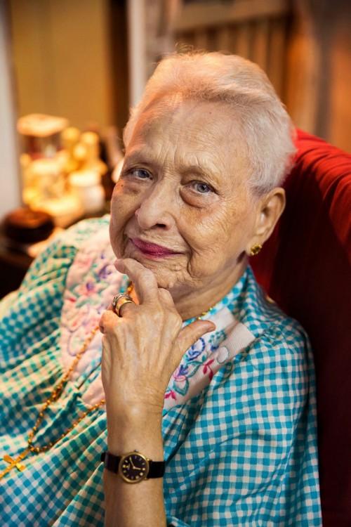 mujer de la india adulta mayor