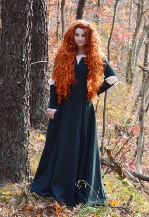 Angela Clayton vestida de Mérida la protagonista de la película Valiente