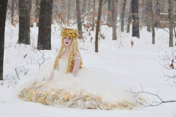 Angela Clayton recrea vestuarios de princesas y de la edad media
