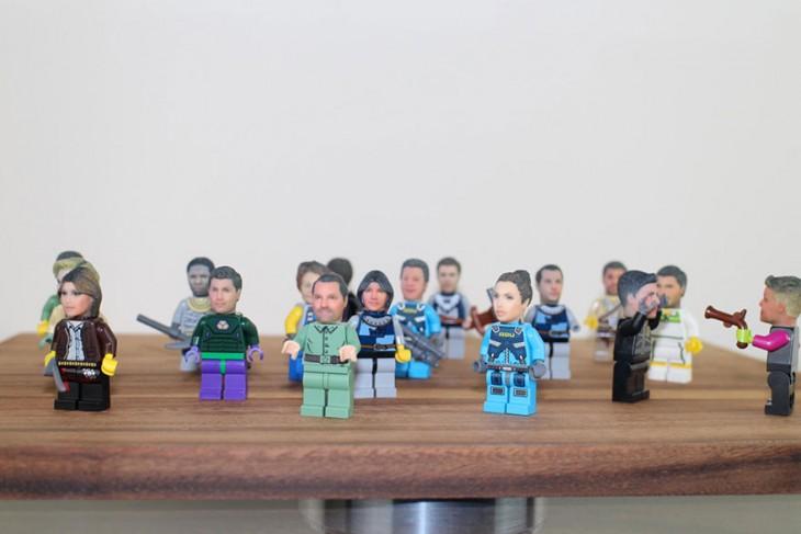 MUÑEQUITOS CON CABEZAS DE LEGO PERSONALIZADAS