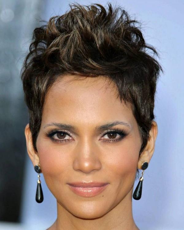 Mezcla de las caras de Jennifer Lopez y Halle Berry