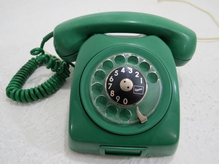 teléfono de casa antigüo en color verde