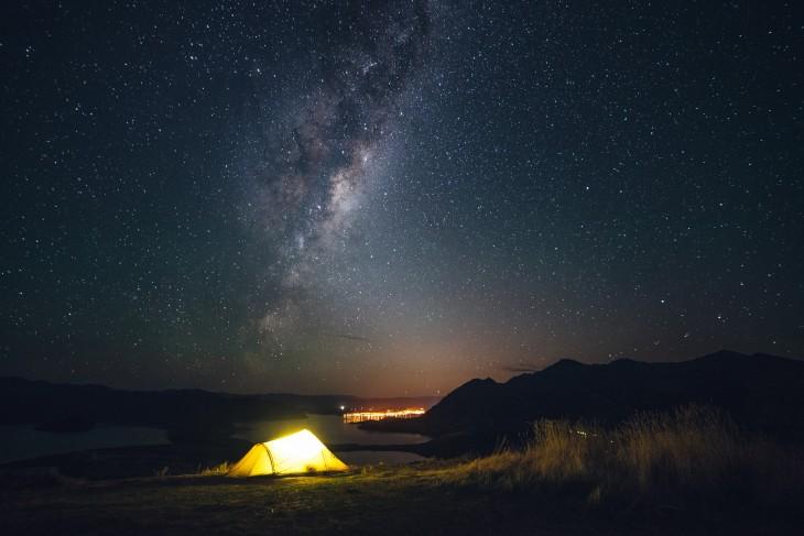 Acampar de noche en el Lago Wanaka