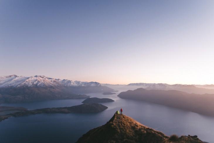 Acampar en la Cima de Roys Peak, Lago Wanaka en Nueva Zelanda