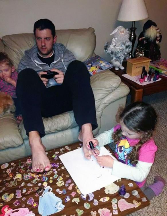 Fotografías de hombres divertidos con sus hijas (1)