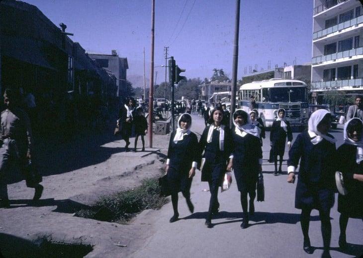 Fotografía de estudiantes en Afganistán en 1960
