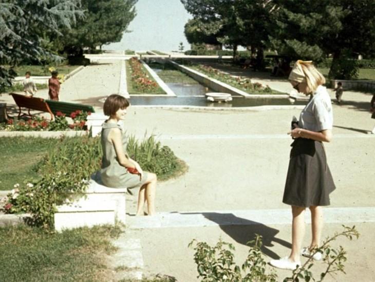 Mujeres en una plaza de Afganistán en la década de 1960