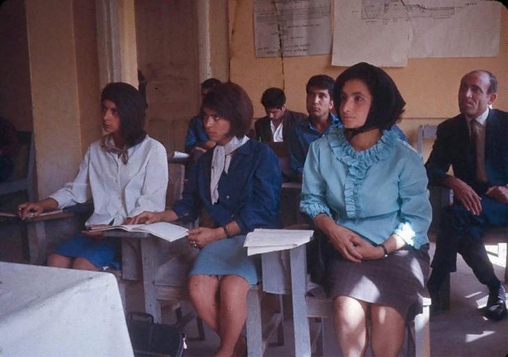 Chicas estudiantes en Afganistán, 1960