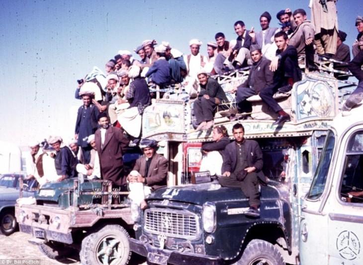 afganos arriba de camiones en la década de 1960