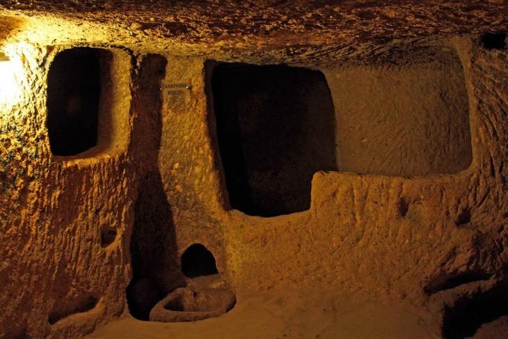 interior y estructura de la ciudad subterránea Derinkuyu en Turquía