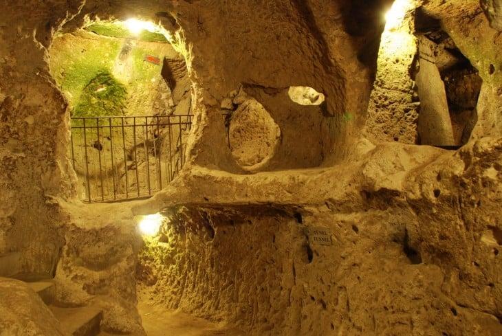 Hombre descubrió una ciudad subterránea en su casa (5)