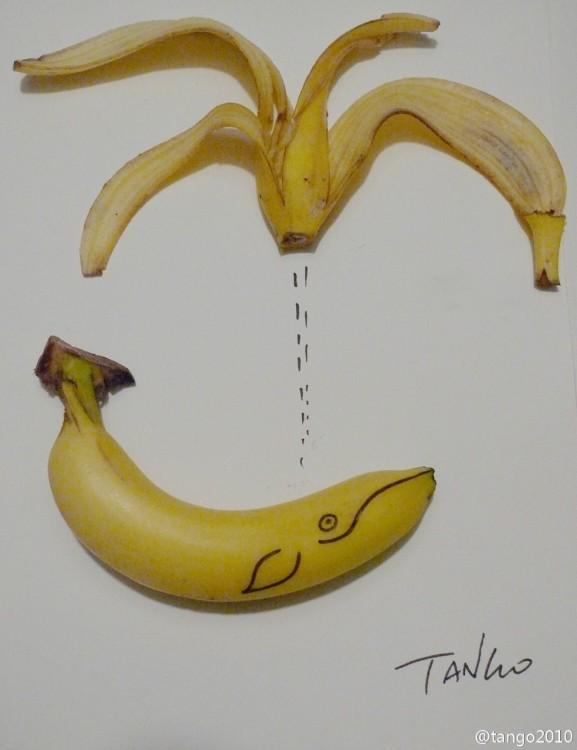 dos cascaras de plátano con la figura de una ballena