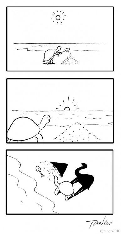 Dibujo de una tortuga que en la sombra parece ser un camello frente a una pirámide