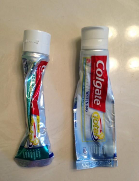 Dos tubos de pasta colgate