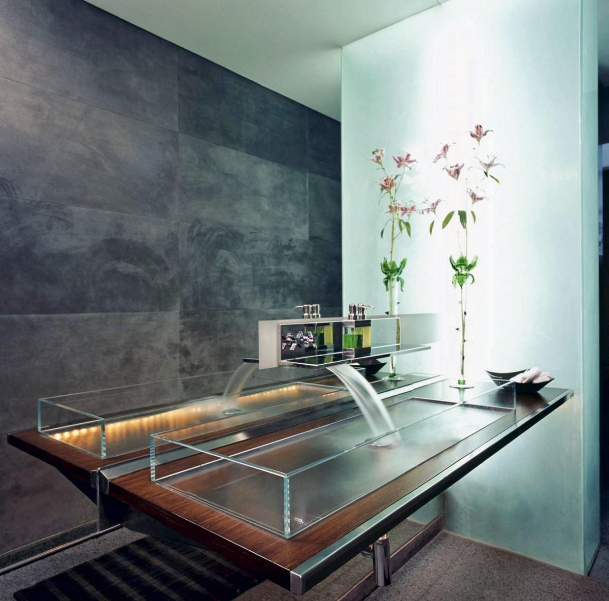 lavabo de bao hecho de cristal en forma de cascada