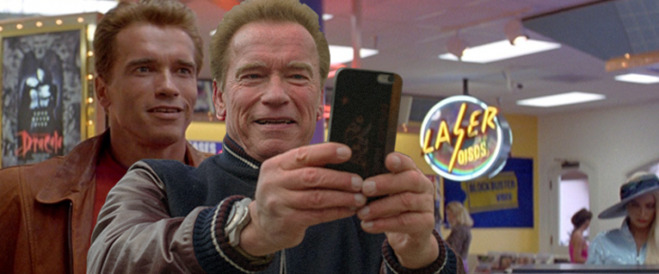 Photoshop de la selfie de Arnold Schwazenegger en una escena de sus películas