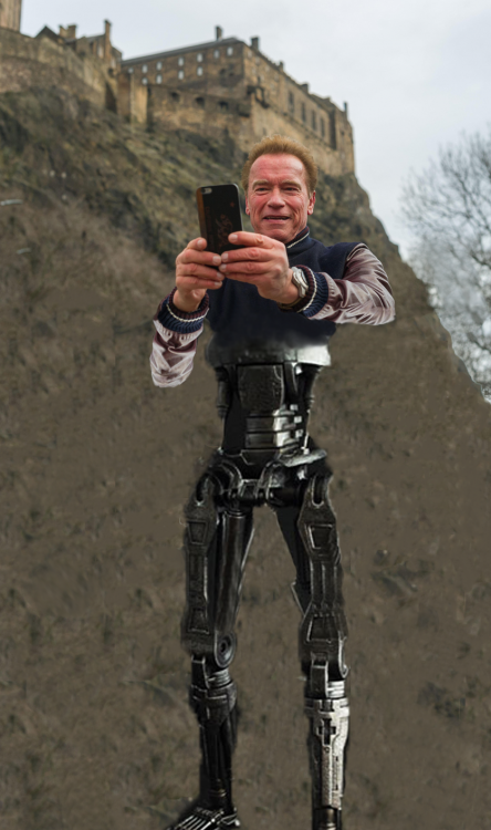 selfie photoshopeada de Arnold en Edimburgo