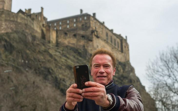 Selfie de Arnold Schwarzenegger en Edimburgo, Reino Unido