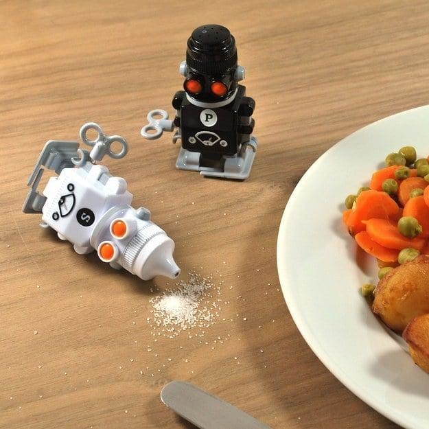 Saleros y pimenteros robot que avanzan solos