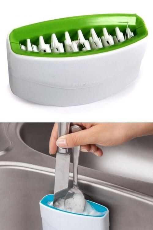 invento que lava los cubiertos sucios