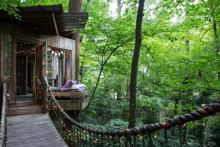 Casa en el árbol en un bosque aislado en Atlanta, Georgia