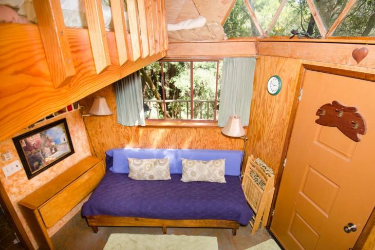 interior de la casa en forma de hongo en California