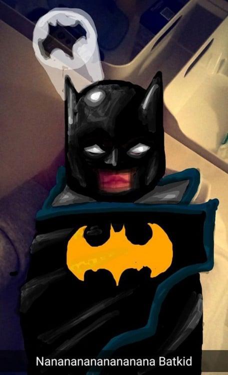 bebe difrazado de batman en snap chat