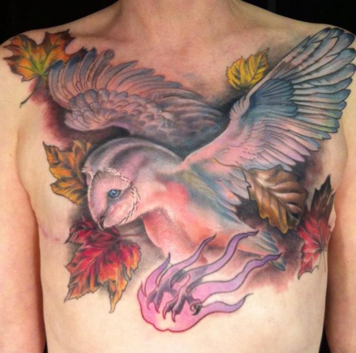 Tatuaje sobre las cicatrices del pecho de una sobreviviente de cáncer de mama
