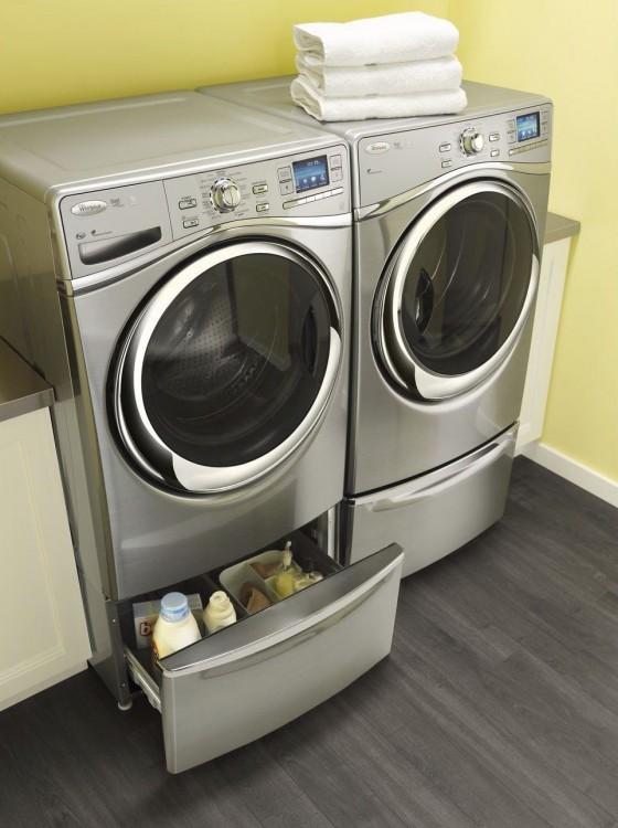 Dos lavadoras de carga frontal