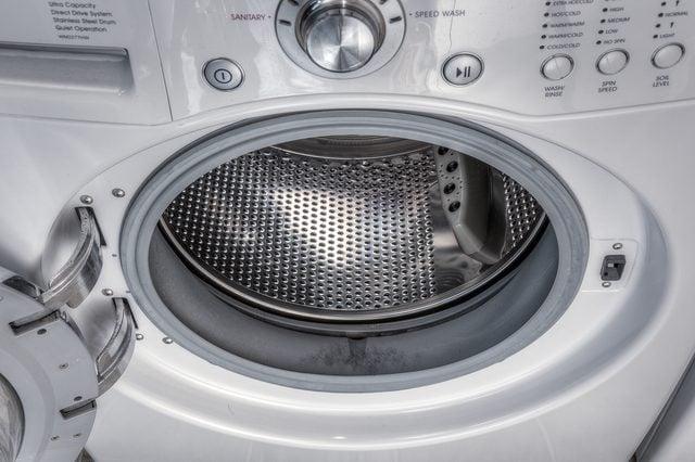 lavadora de carga frontal completamente libre de moho y limpia