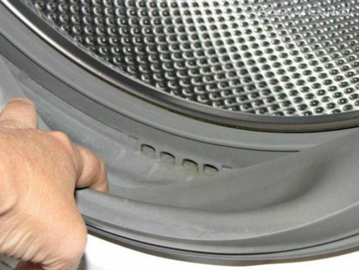 goma libre de moho en una lavadora de carga frontal