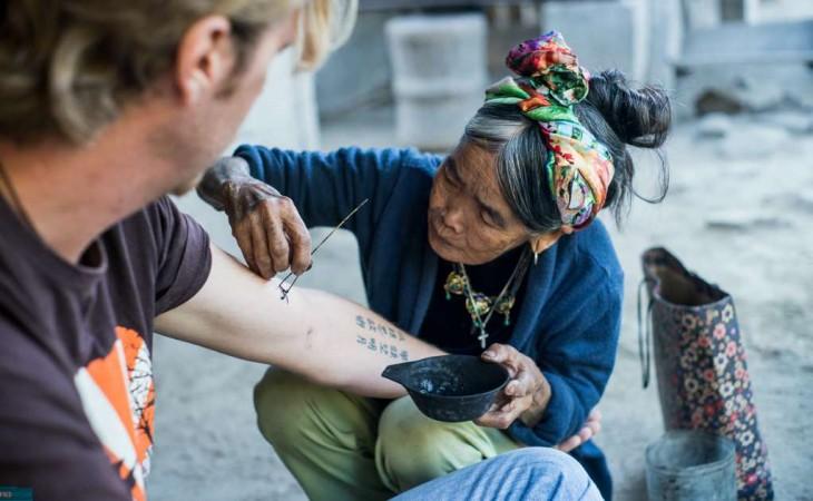 Whang-do tatuadora tradicional en Kalinga, Filipinas