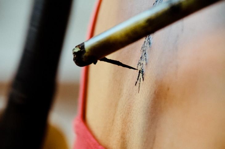 punta con la que se tatua a una persona con la técnica tradicional en Kalinga, Filipinas