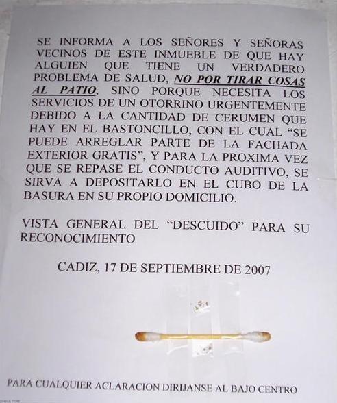 HOMBRE DEJA SUS COTONETES SUCIOS EN EL ASCENSOR
