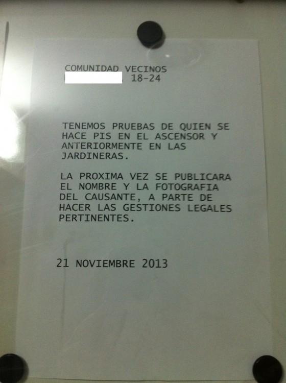 VECINO QUE HACE PIPÍ EN EL ASCENSOR