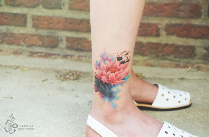 Tatuaje acuarela con el diseño floral