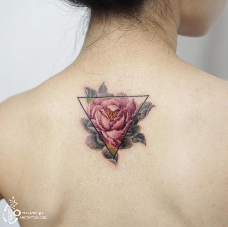 Silo Hace Tatuajes Florales Que Imitan La Acuarela