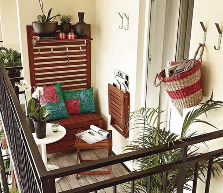 Balcón con decoraciones clásica que incluso se podrían utilizar en un hotel