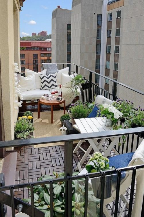 espectacular balcón con sillas de exterior