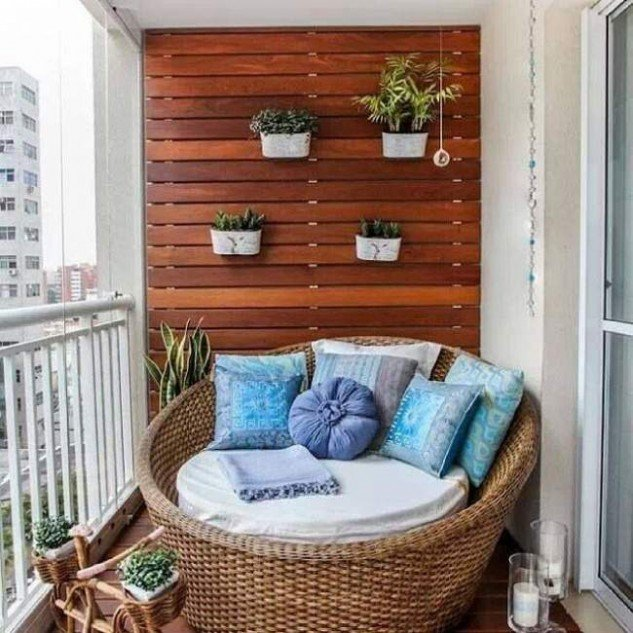 balcón con jardines ecologicos y camas de exterior