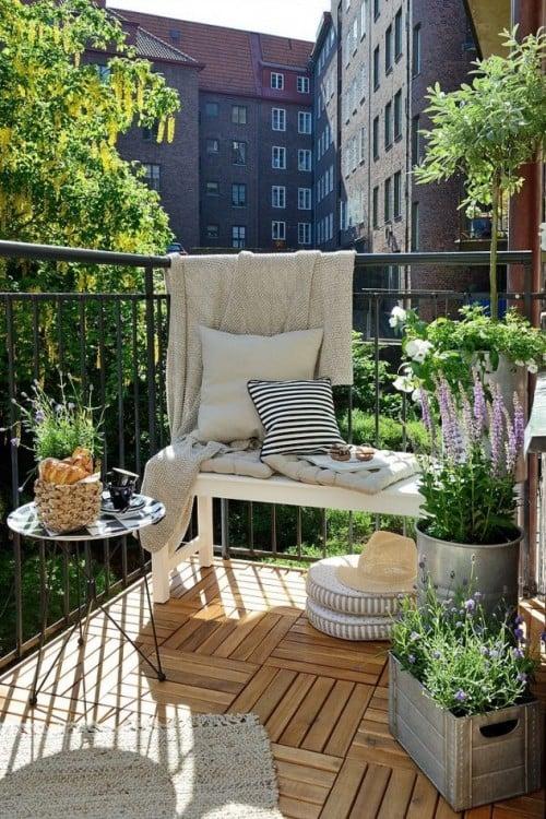 balcón exterior para cuando tienes visitas, en otras ocasiones podría resultar un poco incómodo dejar todo eso afuera y que se pudran con el sol y la lluvia