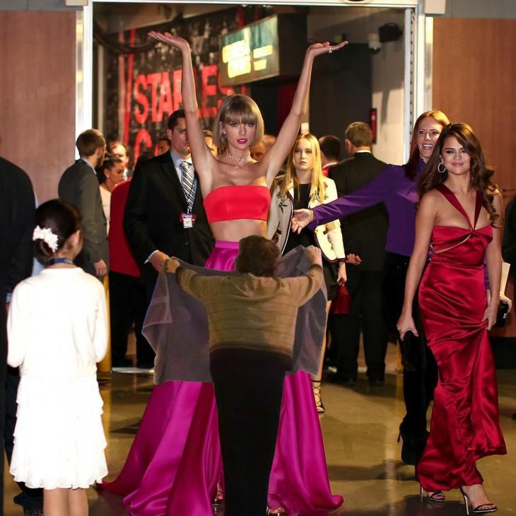 Batalla de photoshop a Taylor Swift en los Grammy