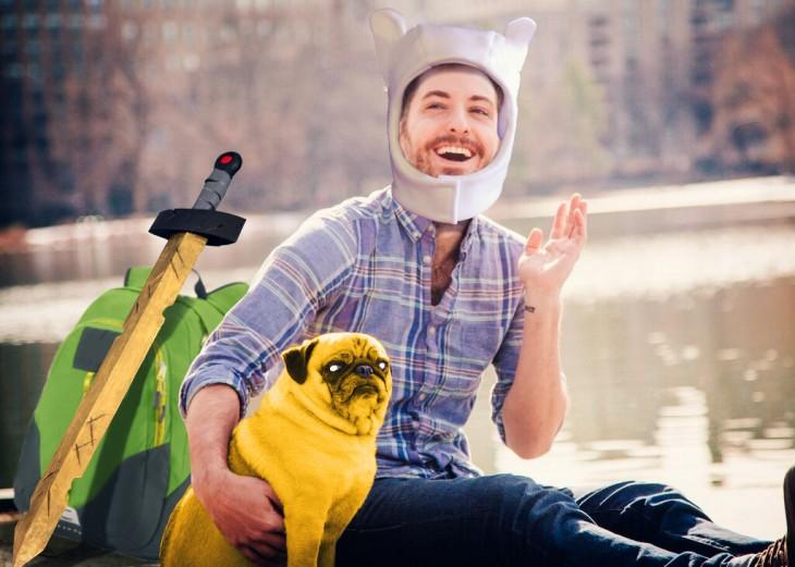 Batalla de photoshop a este hombre y su perro pug como los personajes de Finn y Jake