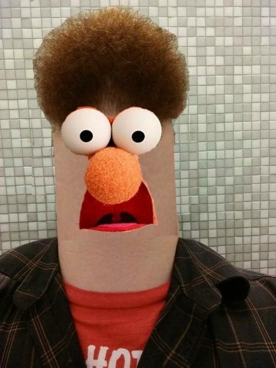 Batalla de photoshop al hombre de la barba convertida en Beaker, un personaje de Los Muppets