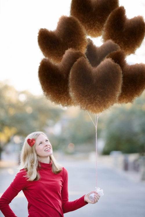 Batalla de photoshop al hombre de la barba con una imagen de una chica sosteniendo globos en forma de barba