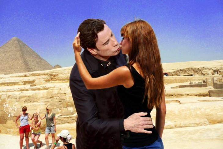 Batalla de photoshop de la mujer besando la Gran Esfinge con John Travolta
