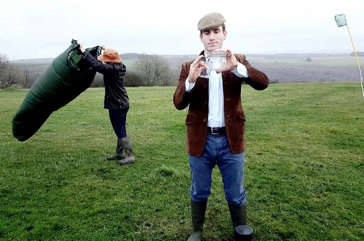 Leo de Watts, británico que vende aire fresco embotellado