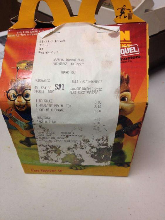 Caja de cartón de la Cajita Feliz de McDonalds comprada hace hace 6 años