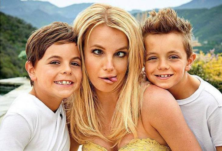 britney con sus hijos pequeños